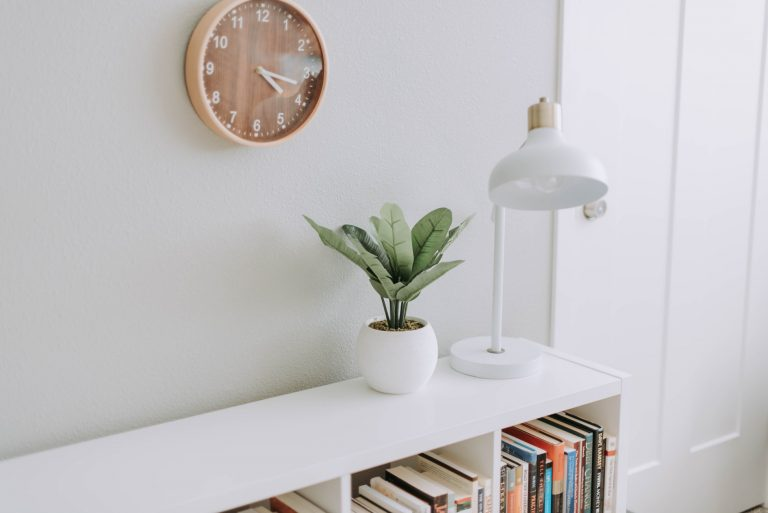 3 Top Bookcase Decor Tips to Style Any Room of the Home or Office